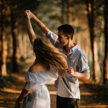 Czy on mnie kocha Jakich sygnałów kobiety oczekują od mężczyzn, a jak okazują uczucia mężczyźni